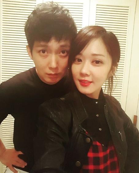 Anh trai Jang Nara trẻ như trai 20 dù đã 41 tuổi - 1