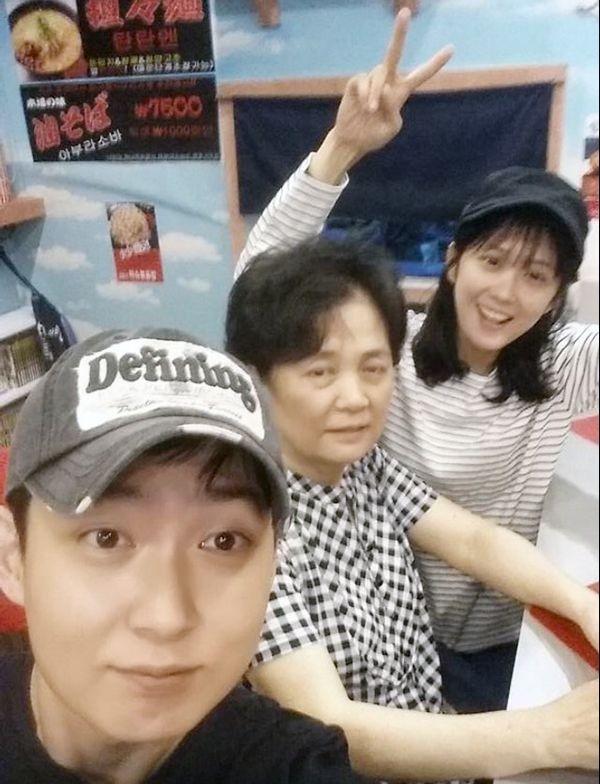 Anh trai Jang Nara trẻ như trai 20 dù đã 41 tuổi - 4