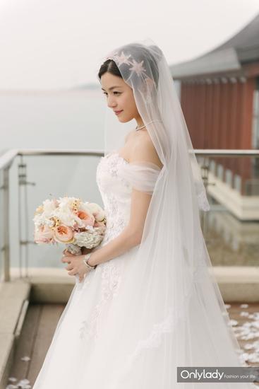 Những mẫu váy cưới đẹp như mơ của sao Hoa ngữ - 5
