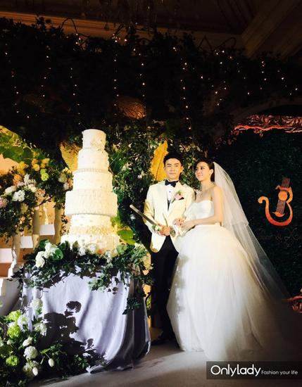 Những mẫu váy cưới đẹp như mơ của sao Hoa ngữ - 17