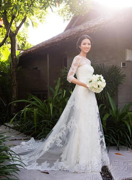 Những mẫu váy cưới đẹp như mơ của sao Hoa ngữ - 20