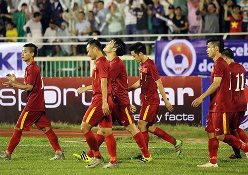 Việt Nam thắng Triều Tiên: Cầu thủ xúc động tri ân khán giả - 10