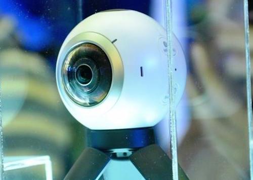 Samsung Gear 360: Phụ kiện chụp ảnh 360 độ cho smartphone - 1