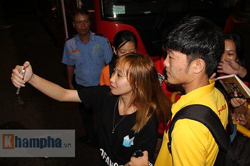 ĐTVN: Fan nữ ngất ngây với Tuấn Anh, Xuân Trường - 10