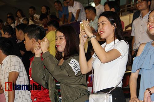 ĐTVN: Fan nữ ngất ngây với Tuấn Anh, Xuân Trường - 3