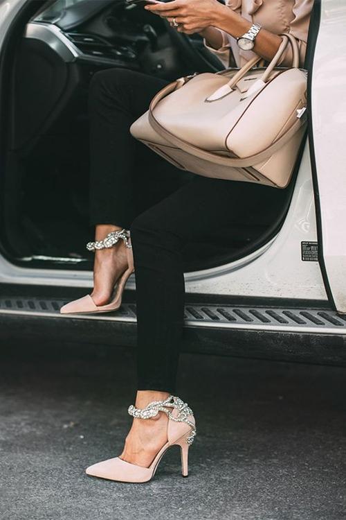 Bạn nhất định phải có một đôi giày thật đẹp! - 7