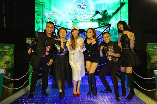 """5 """"Tài năng âm nhạc miền Trung"""" tranh tài đêm chung kết - 1"""