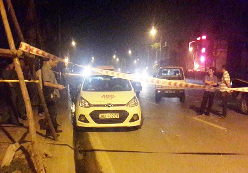 Lái xe taxi bị đâm vào cổ lao ra đường kêu cứu - 1