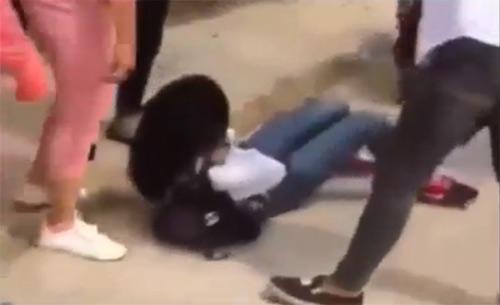 Thái Bình: Xuất hiện clip nữ sinh áo trắng bị đánh hội đồng dã man - 1