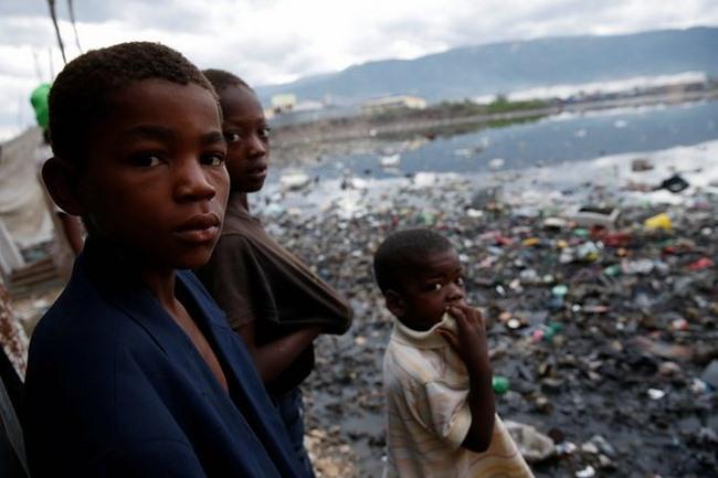 Bão mạnh khủng khiếp tấn công, gần 300 người chết ở Haiti - 3