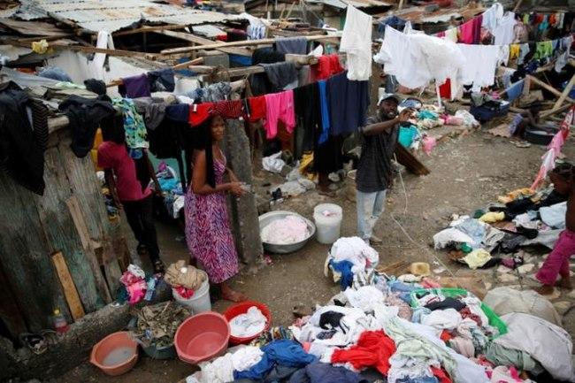 Bão mạnh khủng khiếp tấn công, gần 300 người chết ở Haiti - 8