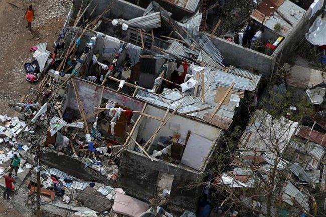 Bão mạnh khủng khiếp tấn công, gần 300 người chết ở Haiti - 7