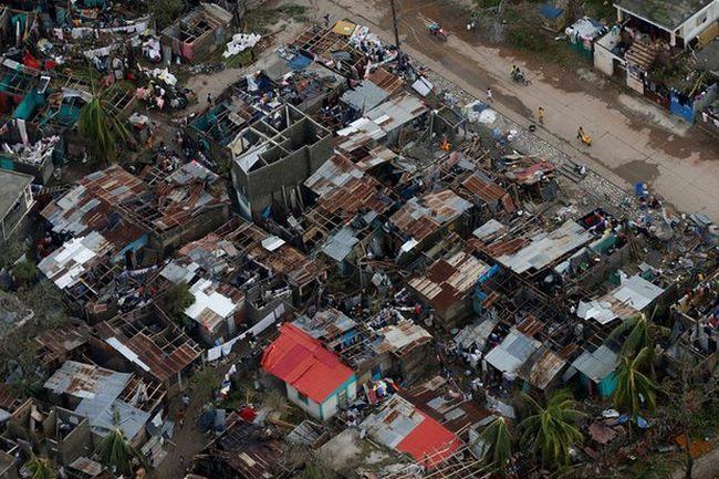 Bão mạnh khủng khiếp tấn công, gần 300 người chết ở Haiti - 5