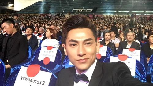 Isaac được fan Hàn vây quanh ở LHP quốc tế Busan - 6