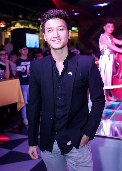 Vợ chồng Khánh Thi đưa con trai đi dự tiệc trong bar - 9