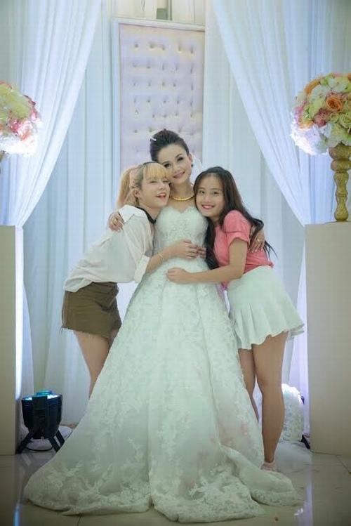 """Mỹ nhân """"lẳng lơ"""" nhất màn ảnh Việt cưới lần 4 với chú rể kém tuổi - 4"""