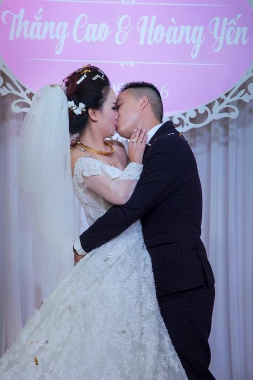 """Mỹ nhân """"lẳng lơ"""" nhất màn ảnh Việt cưới lần 4 với chú rể kém tuổi - 3"""
