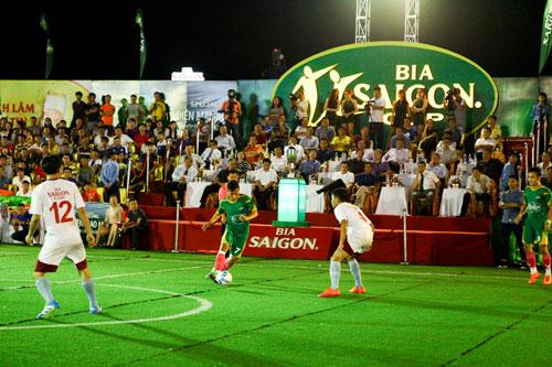 Cúp bia Saigon 2016 - sân chơi đầy chuyên nghiệp cùng màu sắc ngày lễ bóng đá - 2