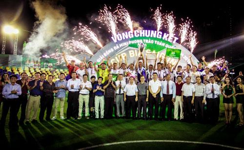 Cúp bia Saigon 2016 - sân chơi đầy chuyên nghiệp cùng màu sắc ngày lễ bóng đá - 3
