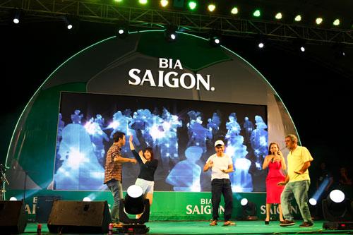 Cúp bia Saigon 2016 - sân chơi đầy chuyên nghiệp cùng màu sắc ngày lễ bóng đá - 4