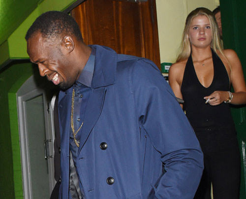 """Sau cầu hôn, Usain Bolt lại """"bay đêm"""" bên gái lạ - 1"""