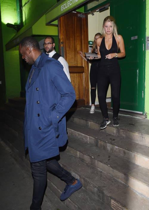 """Sau cầu hôn, Usain Bolt lại """"bay đêm"""" bên gái lạ - 3"""