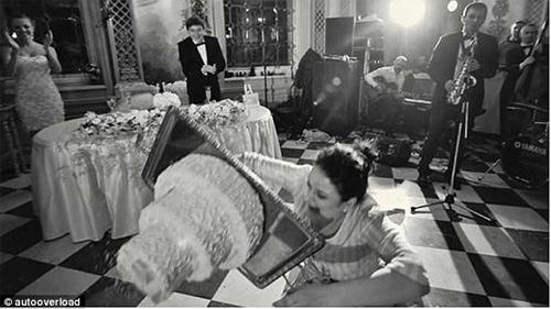 Những bức ảnh cưới cười ra nước mắt - 6
