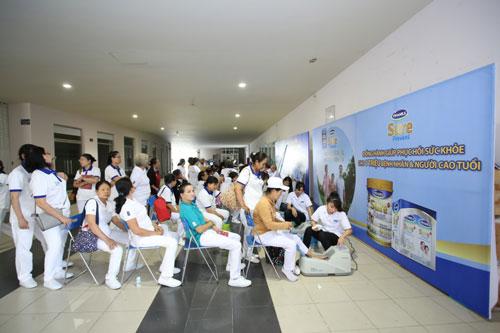 Vinamilk Sure Prevent chăm sóc sức khỏe cho 4.000 người cao tuổi - 4