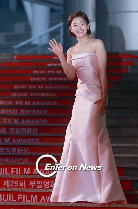 35 tuổi, Son Ye Jin trẻ trung không kém sao phim 19+ - 10