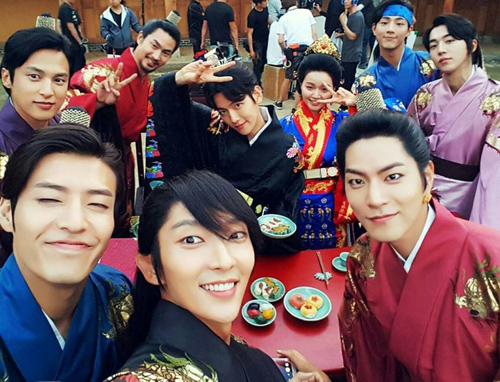 Lee Jun Ki cán mốc 1 triệu lượt theo dõi trên Instagram - 2