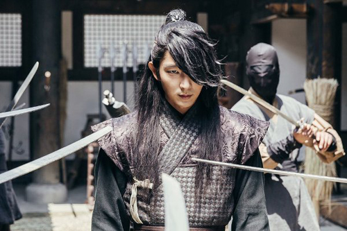 Lee Jun Ki cán mốc 1 triệu lượt theo dõi trên Instagram - 10