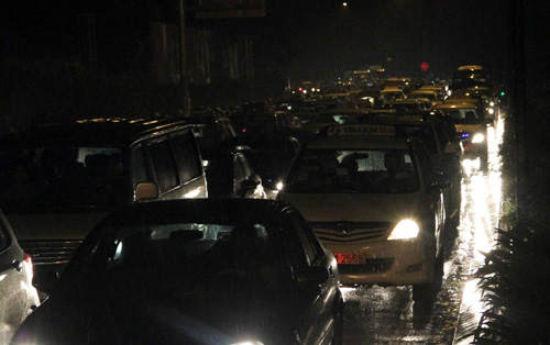 TP.HCM: Kẹt xe khủng khiếp, gần nửa đêm mới về tới nhà - 6