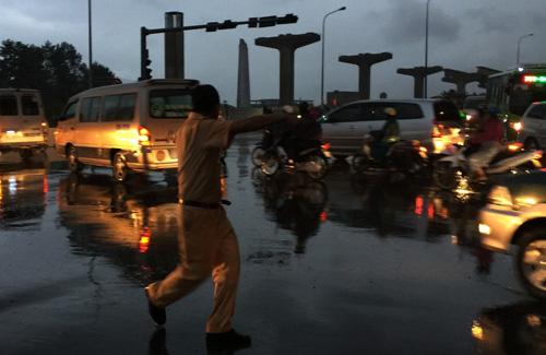 TP.HCM: Kẹt xe khủng khiếp, gần nửa đêm mới về tới nhà - 9