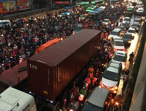TP.HCM: Kẹt xe khủng khiếp, gần nửa đêm mới về tới nhà - 8