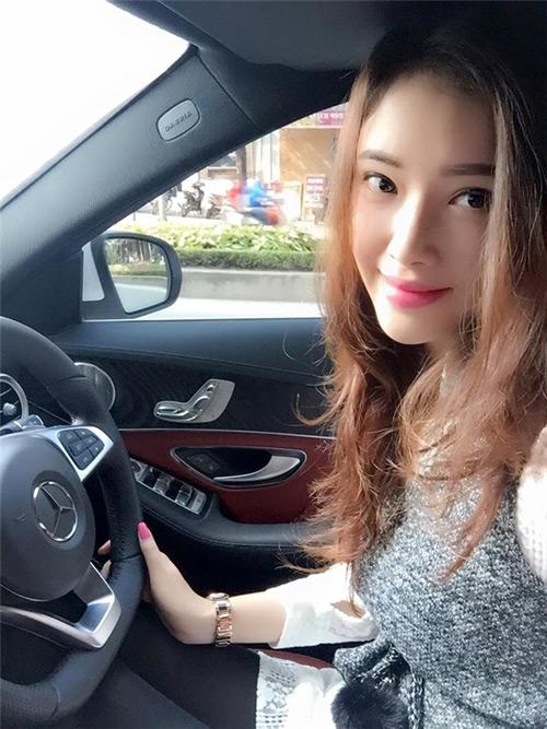 Cuộc sống giàu sang đáng mơ ước của em gái sao Việt - 4