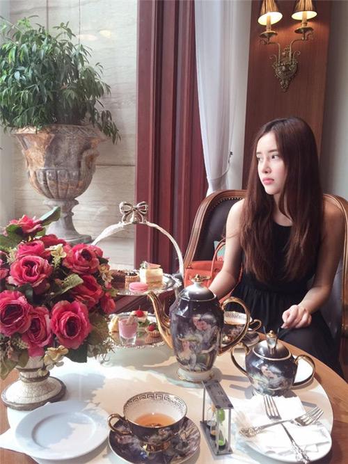 Cuộc sống giàu sang đáng mơ ước của em gái sao Việt - 8