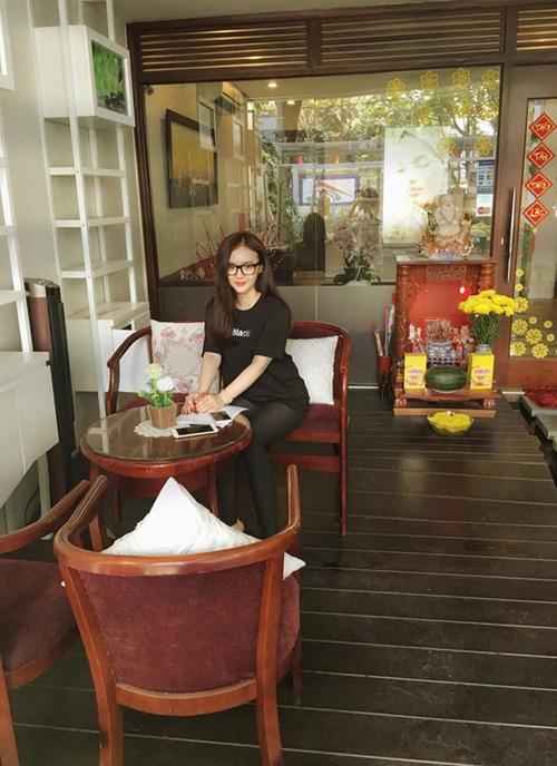 Cuộc sống giàu sang đáng mơ ước của em gái sao Việt - 16