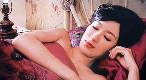 Những cảnh phim 18+ của ảnh hậu HK trước khi cưới - 1