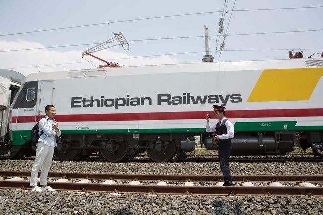 Trung Quốc xây đường tàu hỏa 750km đầu tiên ở châu Phi - 4