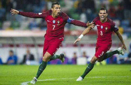Ronaldo lập kỷ lục 4 bàn: Và con tim đã vui trở lại - 1