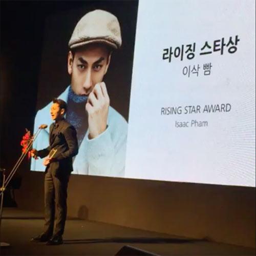 Isaac bất ngờ nhận được giải thưởng tại LHP Busan - 1
