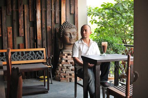 Quán cà phê toàn đồ cổ giữa Sài Gòn của Tiến Đạt - 1