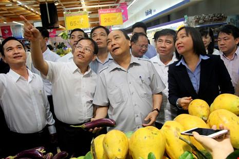 Thủ tướng bất ngờ vi hành ở TP.HCM - 2