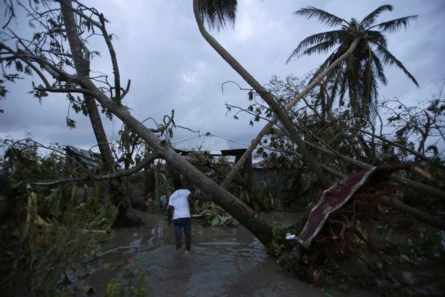 """Siêu bão """"Quái vật"""" khiến 870 người chết ở Haiti - 3"""
