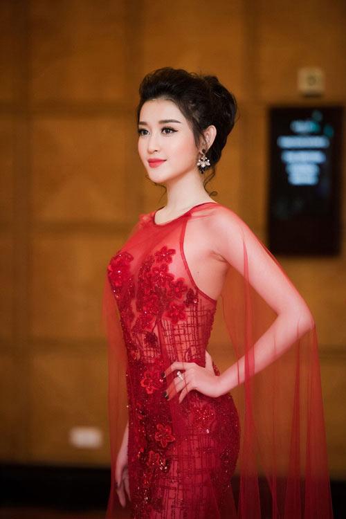 """Mỹ nữ nào xứng danh """"nữ hoàng xuyên thấu"""" showbiz Việt? - 1"""