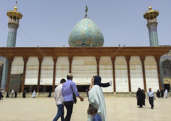 Vẻ đẹp gây choáng trong thánh đường Hồi giáo có vẻ ngoài đơn giản - 1