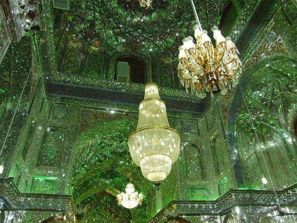 Vẻ đẹp gây choáng trong thánh đường Hồi giáo có vẻ ngoài đơn giản - 2