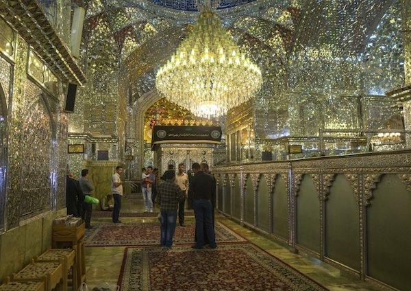 Vẻ đẹp gây choáng trong thánh đường Hồi giáo có vẻ ngoài đơn giản - 8
