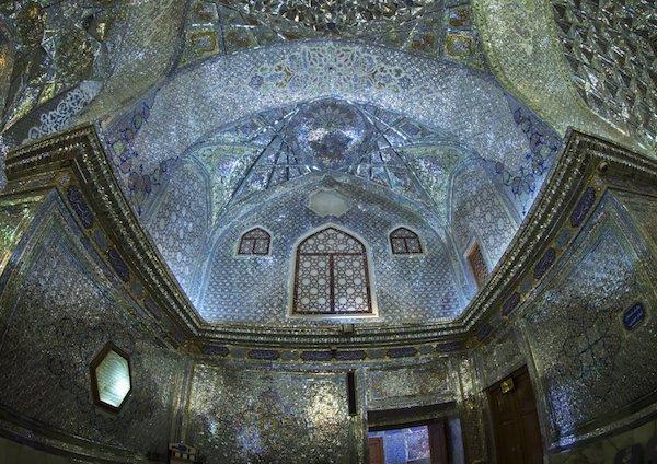 Vẻ đẹp gây choáng trong thánh đường Hồi giáo có vẻ ngoài đơn giản - 9
