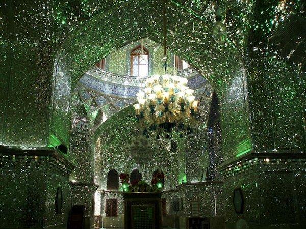 Vẻ đẹp gây choáng trong thánh đường Hồi giáo có vẻ ngoài đơn giản - 14